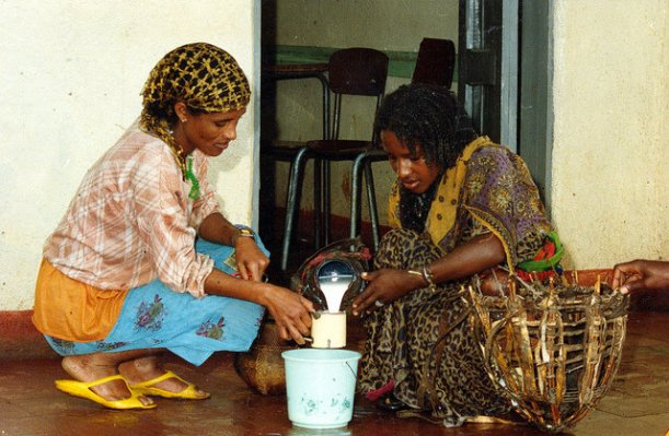 Selling milk in Ethiopia. Source: ILRI (Flickr Images)